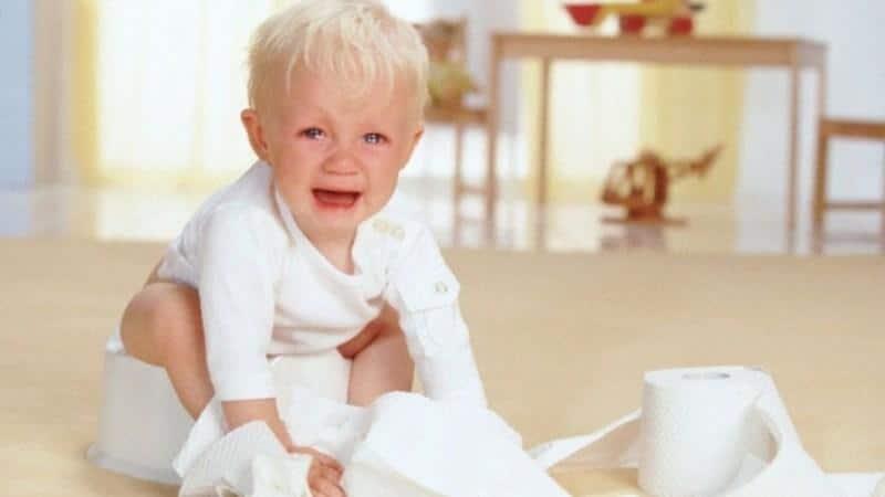 ребенок плачет на горшке запор