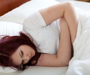 Причины резкой боли внизу живота отдающей в прямую кишку у женщин
