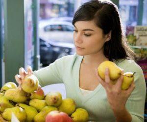Груша при запорах: можно есть как слабительное или вызывает запор